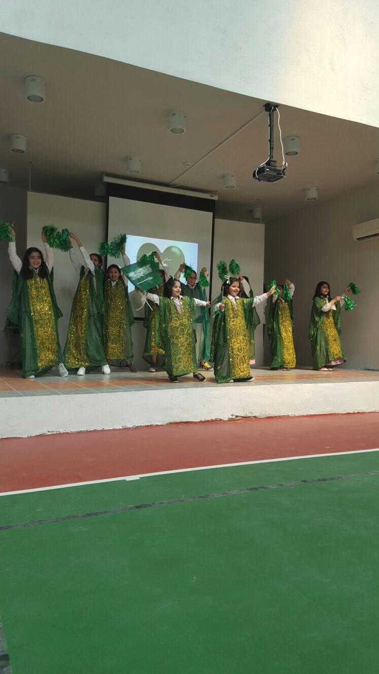 منسوبات الابتدائية 174 يحتفلن باليوم الوطني بحضور أمهاتهن - المواطن