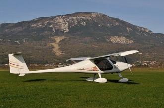 صانع مفاتيح يصنع طائرة للذهاب إلى عمله