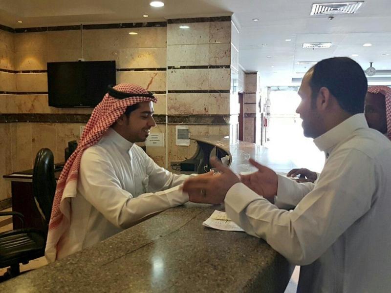بالصور.. مركز أمراض القلب بالمدينة يرفع الحواجز الزجاجية من منصات الاستقبال - المواطن