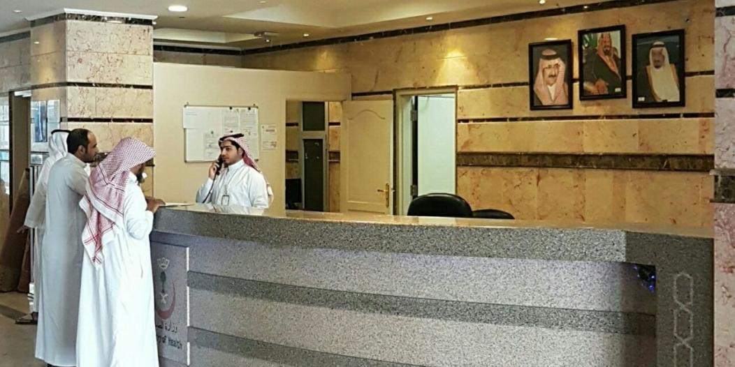 بالصور.. مركز أمراض القلب بالمدينة يرفع الحواجز الزجاجية من منصات الاستقبال
