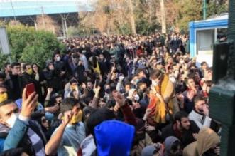 قصة صحفي إيراني أشعل الثورة الشعبية من المنفى - المواطن