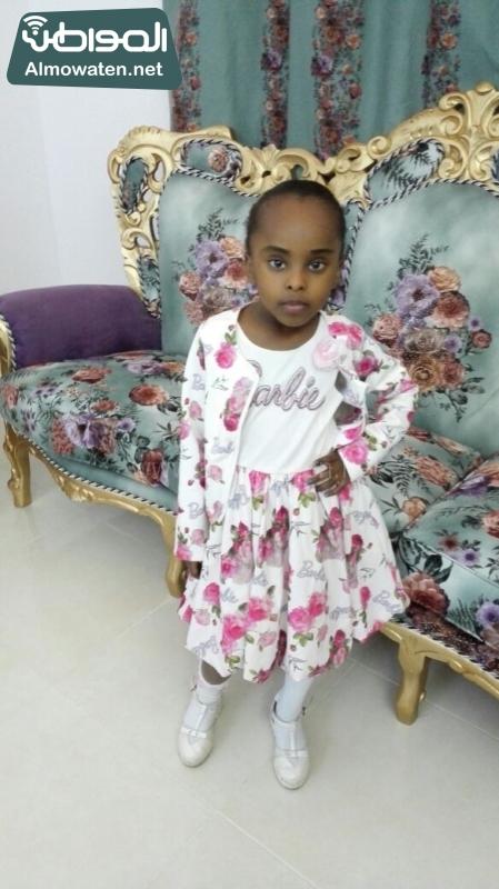 صحيفة المواطن الطفلة السومالية في احضان الام السعودية