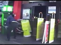 شاهد.. محاولة فاشلة لسرقة صراف آلي