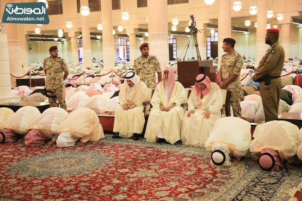 صلاة العيد في جامع الإمام تركي (6)