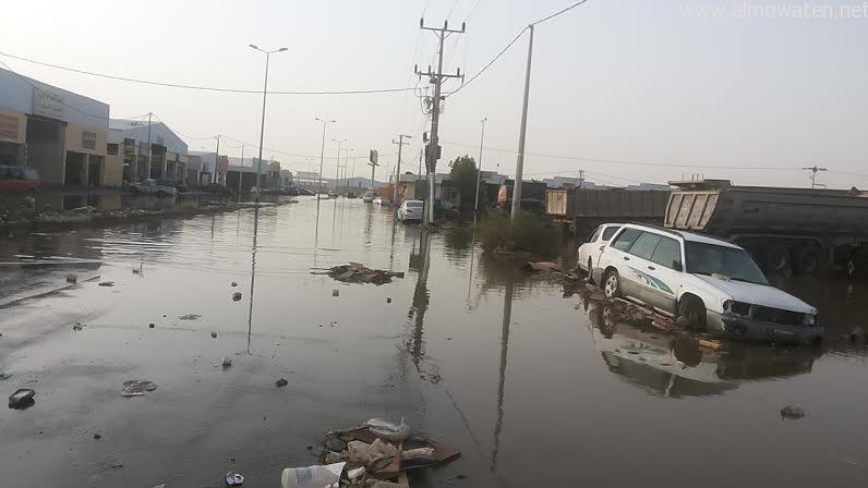 بالصور.. صناعية #جازان تغرق بالنفايات ومياه الأمطار - المواطن