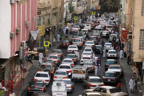 صورة توضح الكثافة المرورية التي يشهدها شارع عكاظ كل عام مع بدا شهر رمضان