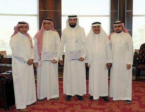 صورة جماعيةبعد توقيع الاتفاقية