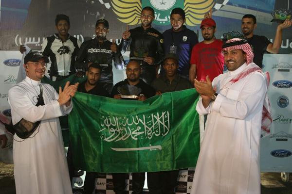 صورة جماعية لفريق الحرس الملكي مع الامير تركي بن عبدالله نائب امير منطقة الرياض
