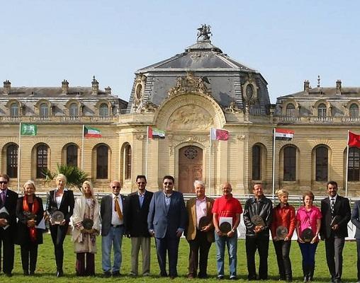 صورة جماعية للفائزين مع الأمير عبدالعزيز بن أحمد