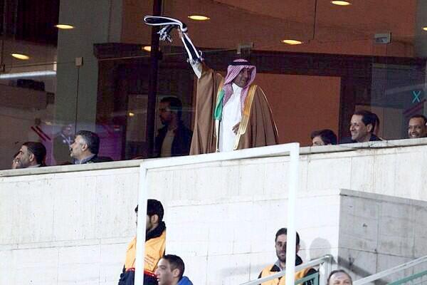 صورة لفرحة السفير السعودي بفوز الشباب