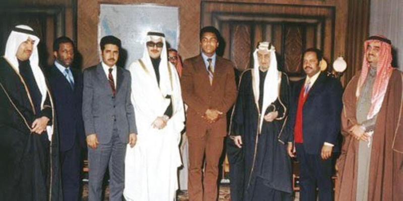 شاهد.. صورة نادرة لمحمد علي كلاي والملك فيصل والملك فهد