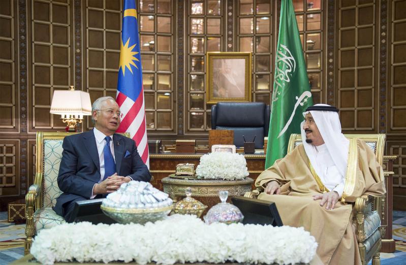 صور استقبال خادم الحرمين الشريفين لرئيس وزراء ماليزيا0
