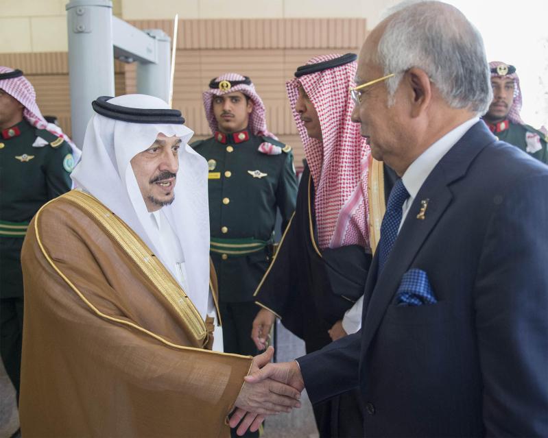 صور استقبال خادم الحرمين الشريفين لرئيس وزراء ماليزيا14