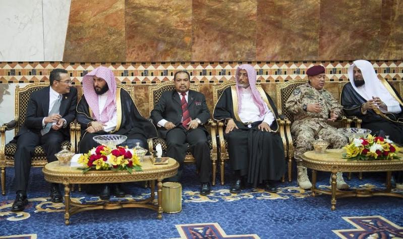 صور استقبال خادم الحرمين الشريفين لرئيس وزراء ماليزيا4