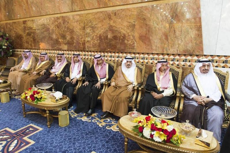 صور استقبال خادم الحرمين الشريفين لرئيس وزراء ماليزيا8