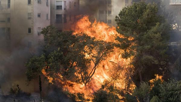 صور جديدة لحرائق إسرائيل غير المتوقفة
