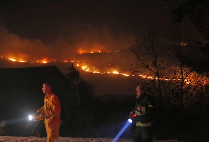صور جديدة لحرائق إسرائيل غير المتوقفة 5