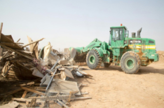 بالصور.. أمانة الرياض تبدأ حملة تنظيف المدخل الغربي بإزالة أكثر من 700 عنصر ملوث - المواطن