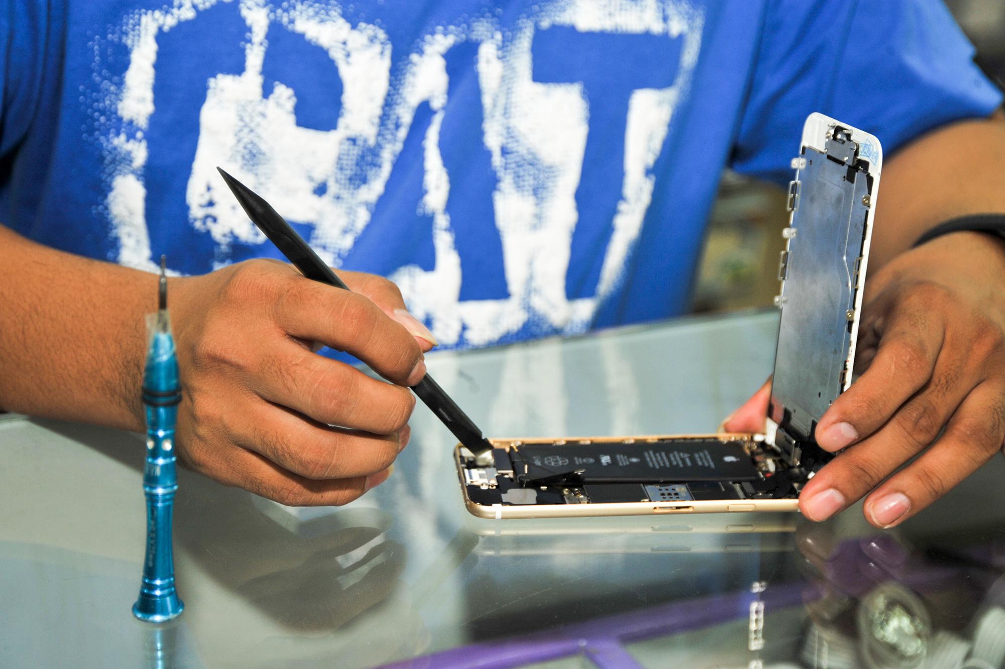 صيانة الهواتف الذكية بأيدي سعودية
