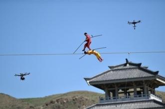 """صيني يُغامر بحياته ويمشي 1800 متر على """"كبل"""" لدخول جينيس! - المواطن"""