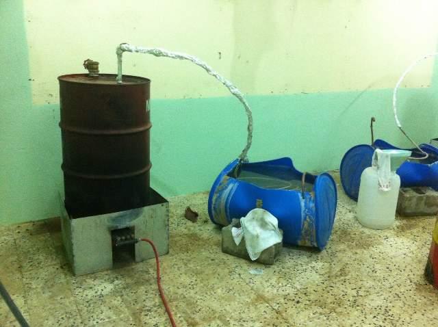 ضبط عمالة وافدة تدير مصنعًا لإعداد الخمور بالنعيرية (3)