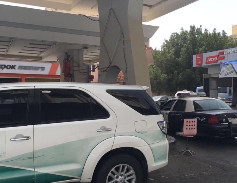 ضبط محطة تغش الوقود بجدة (1)