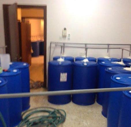 ضبط وكر لتصنيع وتعبئة الخمور وسط الرياض (3)