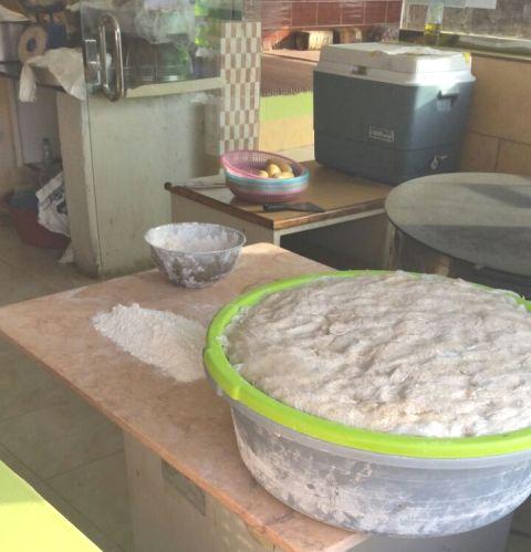 ضبط 43 كيلو مواد منتهية واوني في جولة لبلدية بارق (536577681) 