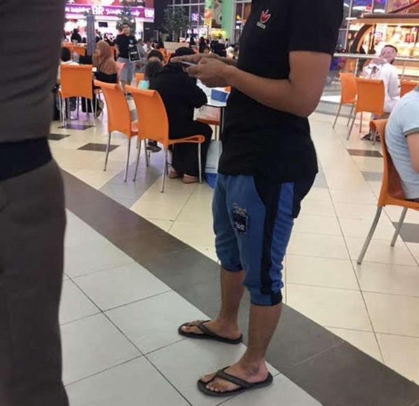 ضبط 50 شاباً ارتدوا ملابس مخالفة (1)
