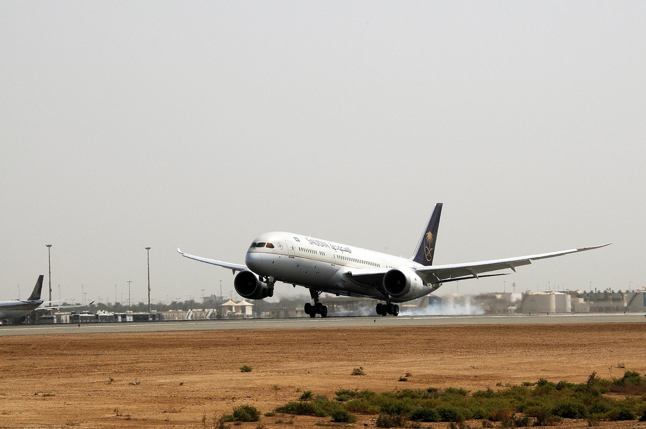 طائرات دريملاينر بالخطوط السعودية (1)