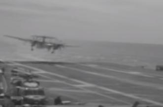 شاهد.. براعة طيّار تنقذ مقاتلة أمريكية من السقوط في المحيط - المواطن