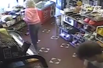 شاهد.. طائر النورس يسبب فوضى داخل متجر - المواطن