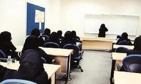مديرة مدرسة تعاقب الطالبات المخالفات بدهان عباءاتهن - المواطن