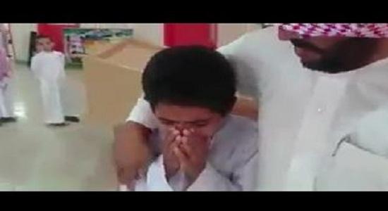 طالب-يبكي