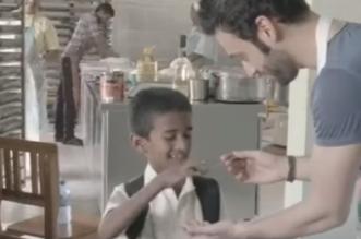 بالفيديو.. طباخ سعودي يُعد بيتزا طولها 90 مترًا ويقدمها لـ800 يتيم - المواطن
