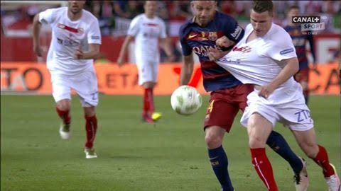 طرد لاعب برشلونة ماسكيرانو