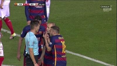 طرد لاعب برشلونة ماسكيرانو3