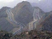 """فتح طريق الهدا """"الكر"""" بالطائف بعد إغلاقه بسبب الأمطار"""
