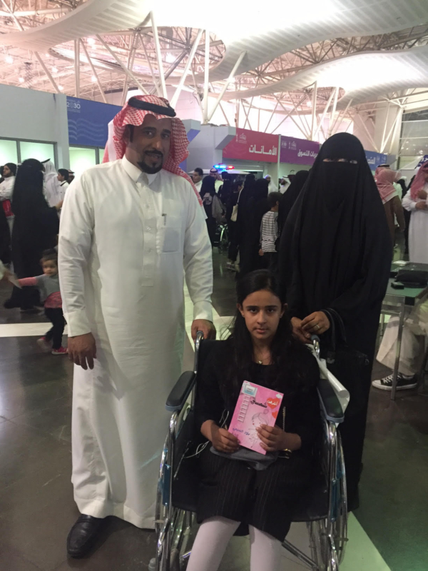 طفلة الـ 9 أعوام تقهر المرض وتُوقع كتابها في معرض الرياض - المواطن