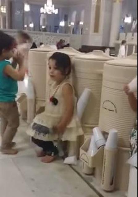 طفلة-بالحرم