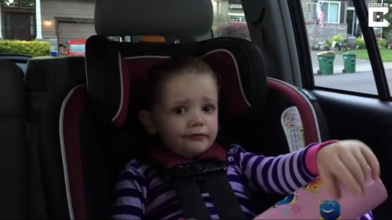 طفلة تبكي بسبب اوباما
