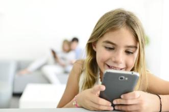 دراسة: لمس الأطفال شاشات الهواتف يُنمي مهاراتهم الحركيّة - المواطن