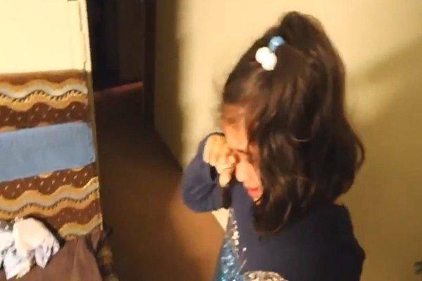 طفلة يمنية تبكي بعد فوز ترامب