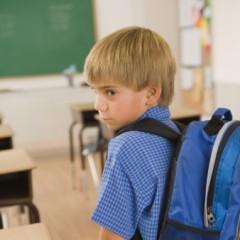 طفل بالمدرسة