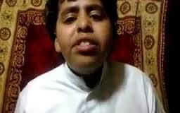 طفل سعودى يأكل عقرب