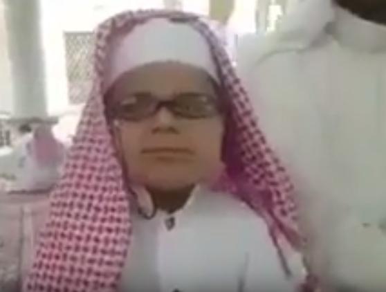 طفل كفيف في الخامسة من عمره يحفظ القرآن كاملاً