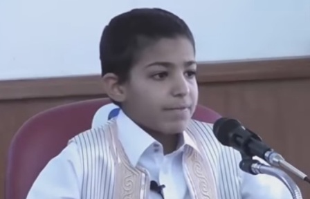 طفل يبكي عند قراءة القرآن
