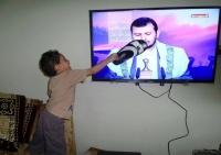 شاهد.. رد فعل طفل يمني على خطاب الحوثي!