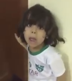 طفل ينضرب من والده