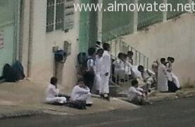 طلاب-ابها-يجلسون-تحت-الشمس (6)